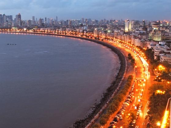 Valentines-Day-In-Mumbai-Marine-Drive